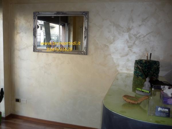 Foto decori con pitture metallizzate effetto pennellato for Pitture per saloni