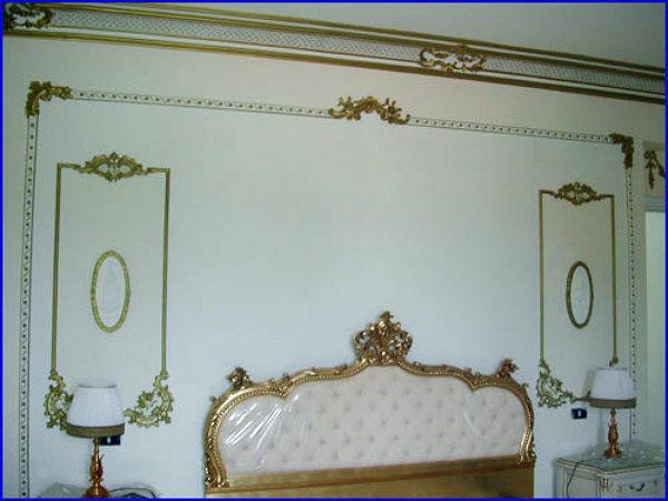Foto decoro in una parete letto stile barocco di magma for Letto stile barocco