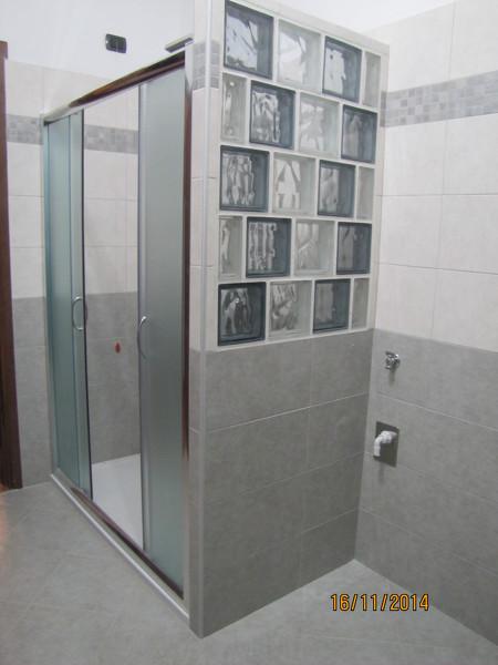Vetrocemento per bagno idee per il design della casa - Finestra interna per bagno cieco ...