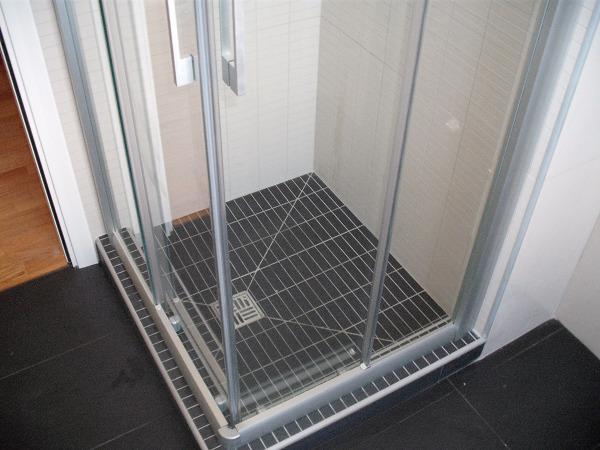 Foto doccia in muratura lavoro finito di gieffe restauri for Box doccia in muratura foto