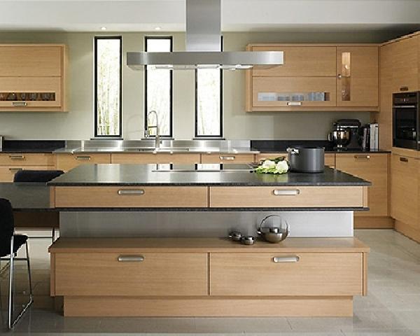 Foto esempio cucina moderna in legno su misura di for Cucina legno bianco
