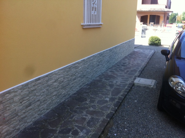 Foto esterno casa posa piastrelle di edilcasa 2 241060 - Posa piastrelle 120x60 ...