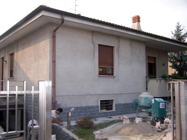 Foto caronno p va facciate esterne di edilcasa - Colori case esterne ...