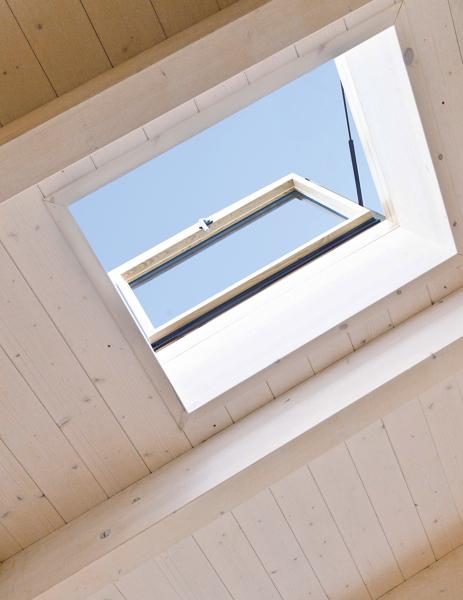 Foto finestra per tetti roto linea vita di roto frank for Roto finestre tetto prezzi