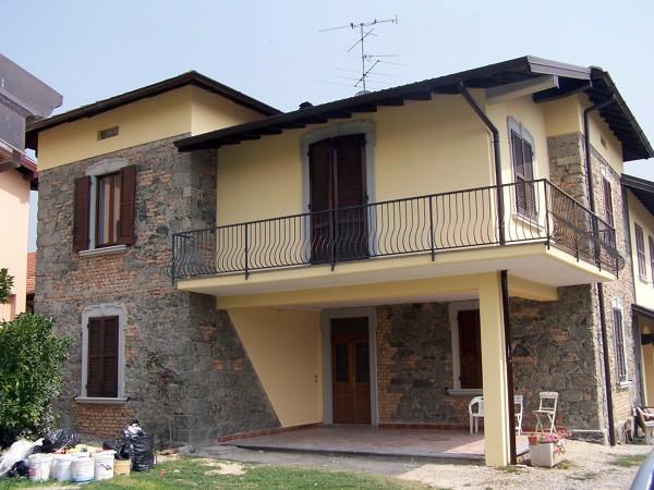 Foto uggiate t co finitura facciate di edilcasa for Immagini facciate esterne case