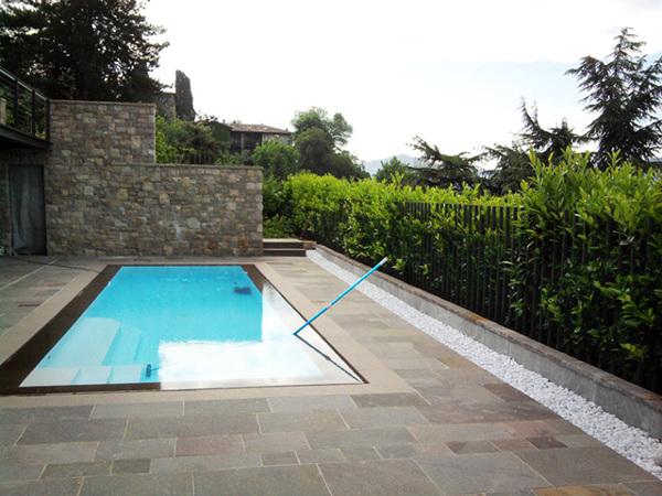 Foto giardino con piscina trescore balneario bg di for Foto giardini moderni