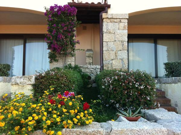 Foto giardino curato da noi abbiamo rivestito i pilastri e archi