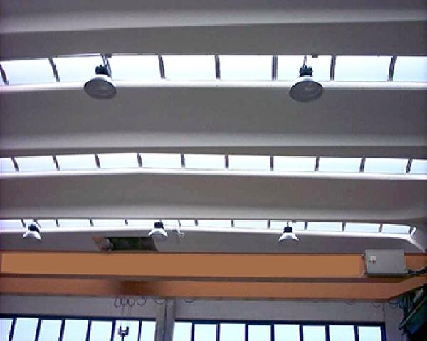 Foto illuminazione capannone con lampade ioduri metallici di