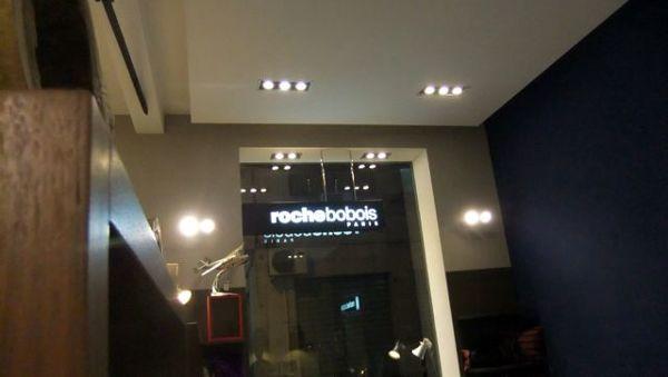 Illuminazione vetrine interne negozi locali commerciali in