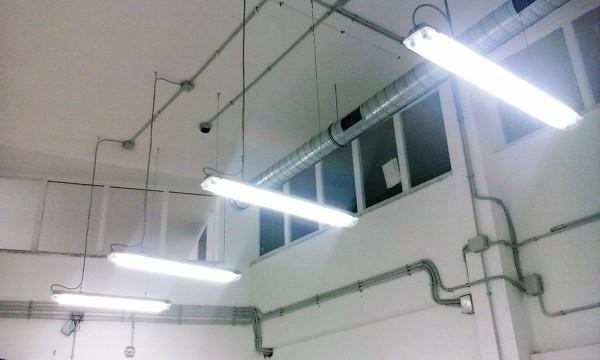 Foto: Impianto di Illuminazione a Sospensione In Tubazione Esterna di Punto Luce #327125 ...