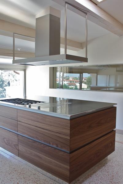 Foto: Cucina con Isola In Noce Canaletto di Archiduestudio ...