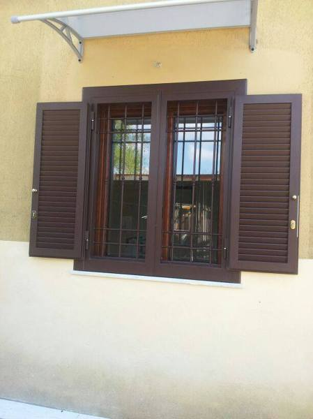 Foto infisso in alluminio legno con grata con grata e persiana blindata di i c serramenti - La finestra biz ...