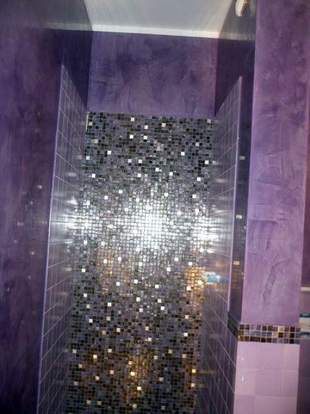 Foto interno doccia in mosaico vetroso e pareti in stucco veneziano di edilsaba 85416 - Stucco veneziano in bagno ...