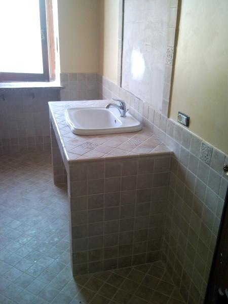 Foto lavandino in muratura di progettazione e - Bagno moderno in muratura ...