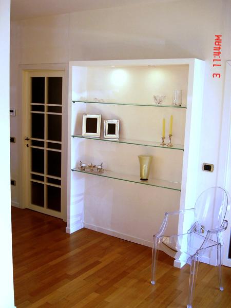 Parete Cartongesso Con Vetro : Foto libreria in cartongesso con mensole cristallo di