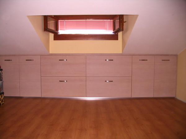 Foto costruzione mobili mansarda di falegname pronto intervento 394525 habitissimo - Mobili x mansarda ...