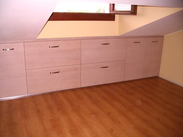 Foto costruzione mobili mansarda di falegname pronto intervento 394529 habitissimo - Mobili x mansarda ...