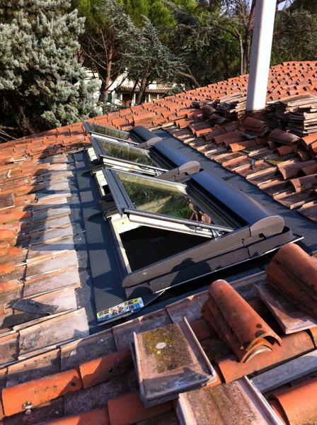 Foto montaggio di n 3 finestre velux ghl u04 sml di for Infissi velux prezzi