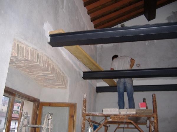 Foto sopalco con lungarine in ferro di edilerestauri for Soppalco d arredo