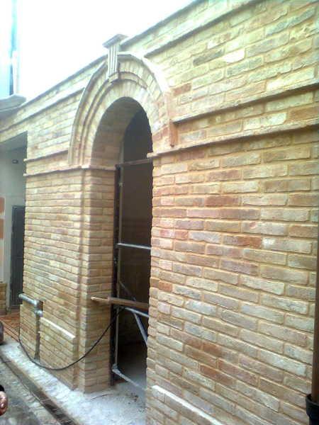 Foto muratura a faccia vista con mattoni antichi di for Costo per costruire pilastri di pietra