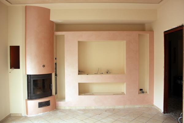 Foto parete con camino e nicchie di idea arredo s r l for Progettare un salone