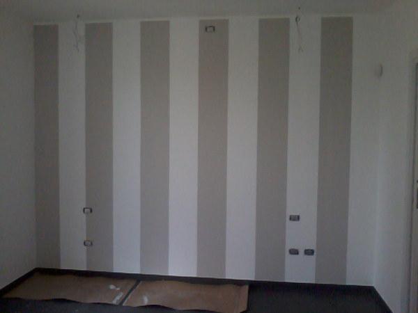 Foto parete di testata camera matrimoniale di decorgessi for Pareti camera matrimoniale