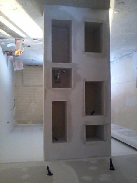 Foto parete divisoria a nicchie in cartongesso di for Nicchie nel muro idee