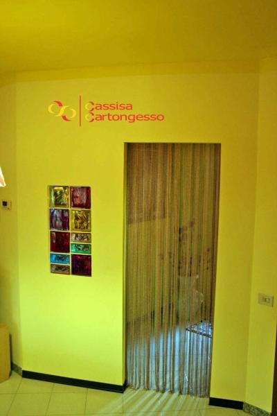 Foto parete divisoria cartongesso con mattoncini vetrocemento colorati di antonio cassisa - Parete divisoria in cartongesso ...