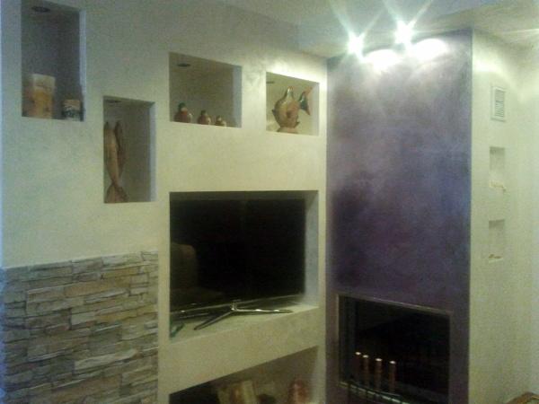 Foto parete tv e camino di ab color di claudio sommella for Parete attrezzata camino