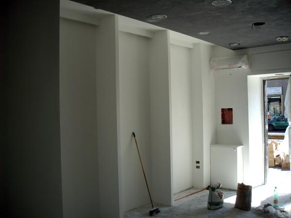 Foto pareti attrezzate in cartongesso per appendiabiti for Idee pareti attrezzate