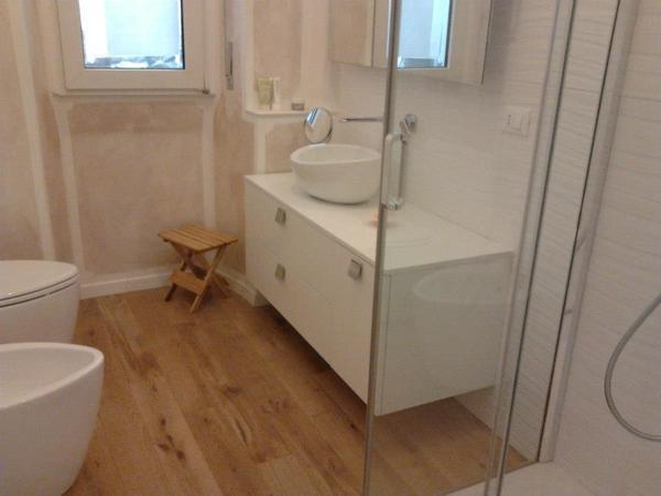 Foto parquet in bagno di merendoni parquet habitissimo