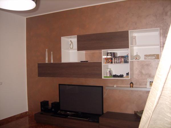 Foto particolare pitturazione soggiorno di cellini fabio for Pittura salone