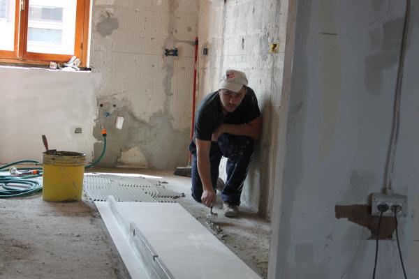Foto pavimento con piastrelle da 60 x120 cm di for Piastrelle x garage