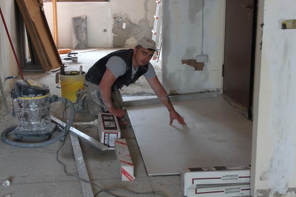 foto pavimento con piastrelle da 120 x 60 cm di ristrutturazioni mario 210646 habitissimo. Black Bedroom Furniture Sets. Home Design Ideas