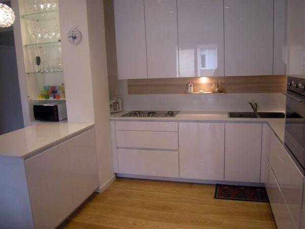 Foto piano cucina in quarzo bianco di verona stones 55215 habitissimo - Piani cucina okite prezzi ...