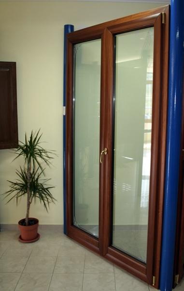 Foto porta balcone a 2 ante in misto legno alluminio a for Infissi balcone