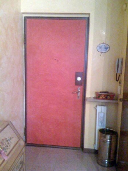 Foto porta di ingresso in spatolato di impresa di - Cambiare serratura porta ingresso ...