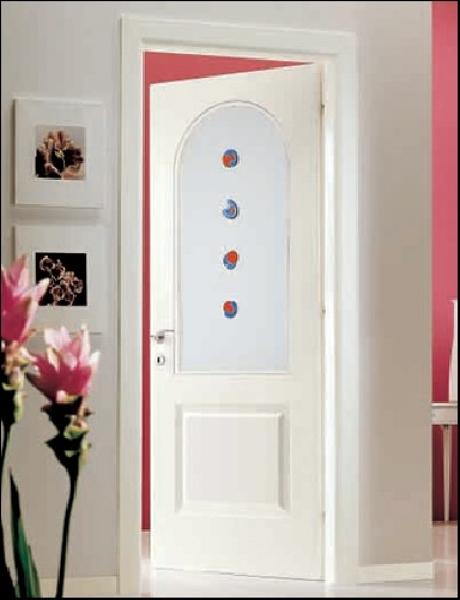 Foto porta laccata bianca con vetro lavorato di gardani for Porta interna bianca con vetro