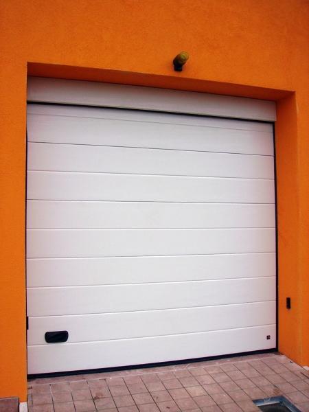 Foto porta sezionale per garage di logiver chiusure industriali sas 65979 habitissimo - Porta garage sezionale prezzi ...