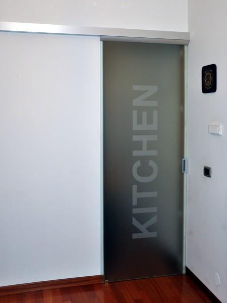Foto porta vetro scorrevole kitchen di mazzoli porte - Porta a vetri scorrevole prezzi ...