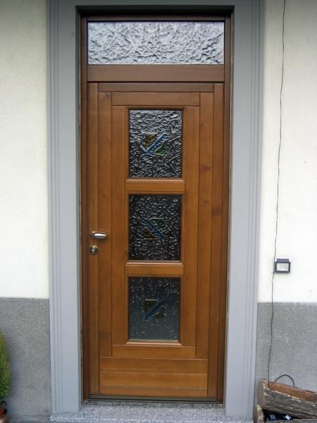 Foto portoncino d 39 ingresso in legno con tre vetri di f p for Portoncino ingresso prezzi