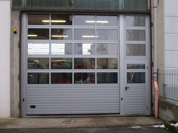 Foto portone sezionale industriale full vision con - Portone sezionale laterale prezzi ...