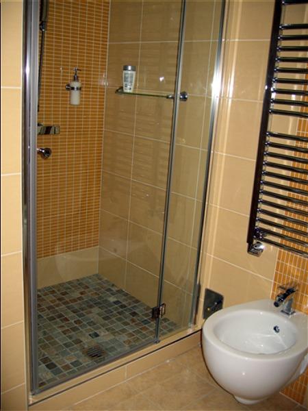Bagni doccia muratura idee creative di interni e mobili - Box doccia colorati ...