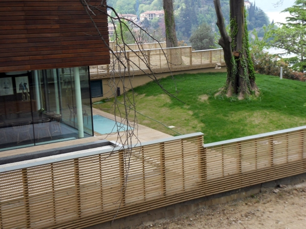 Foto recinzione e facciata in legno di galli legnami for Recinzione legno