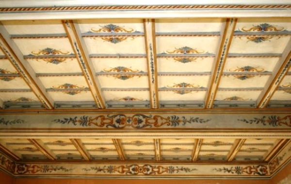 Foto restauro soffitto a cassettoni dipinto di intaglio e