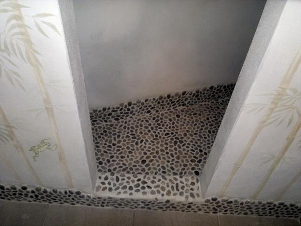 foto: rifacimento bagni con doccia in muratura su misura di