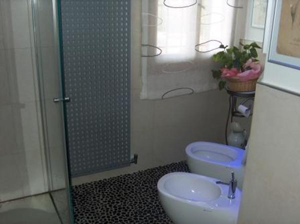 Preventivo bagno completo idee creative di interni e mobili - Costo rifacimento bagno completo ...
