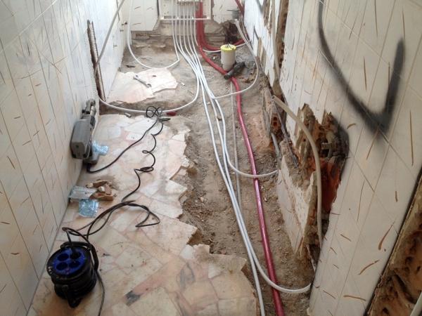 Foto rifacimento bagno con impianto idraulico di imp - Rifacimento bagno ...
