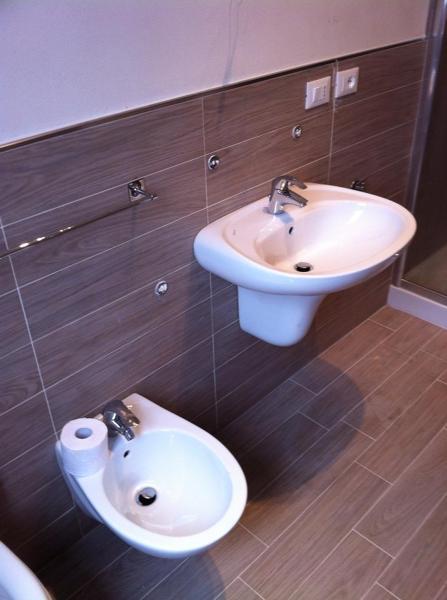 Foto rifacimento bagno fine lavori in 7 gg lavorativi de - Rifacimento bagno bologna ...