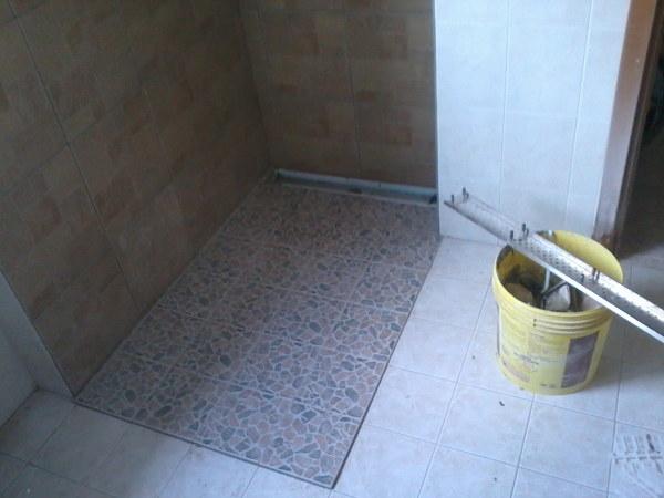 Foto rifacimento doccia senza piatto di decorgessi di - Doccia senza piatto ...